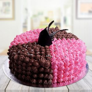 sizzling chocolate strawberry cake - Mohali Bakers